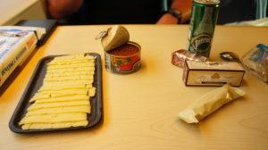 Einfaches Frühstück mit Käse und Kavier. Sehr lecker wars.