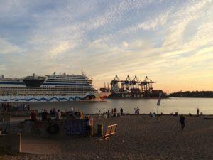 Kreuzfahrtschiff Elbstrand