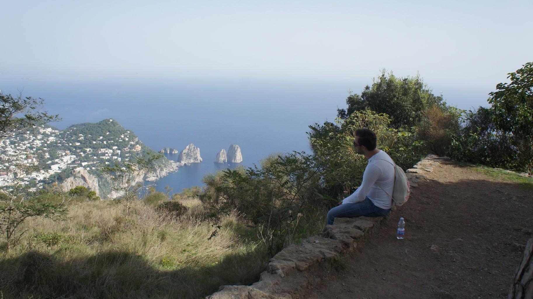 Traumausblick vom Monte Solaro auf die Faraglioni Felsen